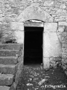 clase de estructuras y contrucción_dintel de puerta de cuadra_las vilas_grao_asturias_julio_2006